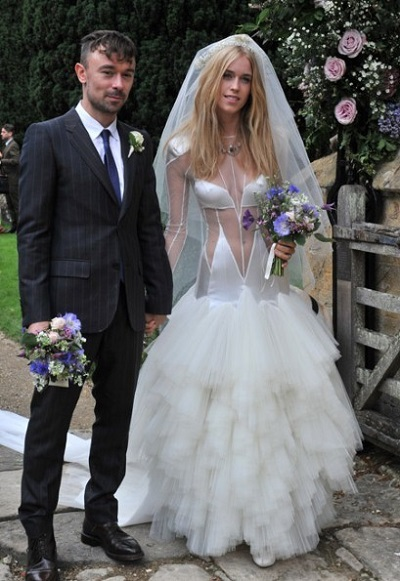 10 Trashiest Wedding Dresses 37